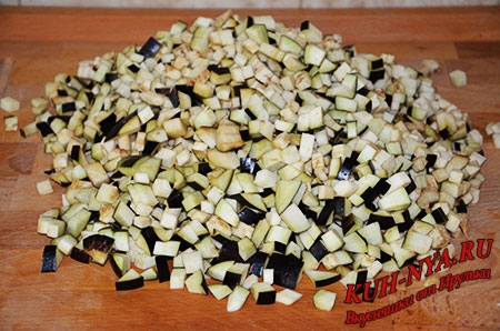 Томатный соус с баклажанами и паприкой