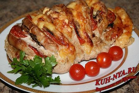 Свинина-гармошка с помидорами, грибами и сыром