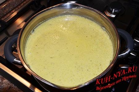 Суп- пюре с кабачком и черемшой со сливками
