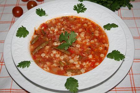 Итальянский томатный суп с овощами и звездочками