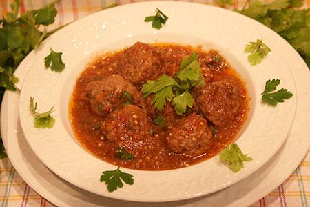 Тефтели в томатно- баклажановом соусе